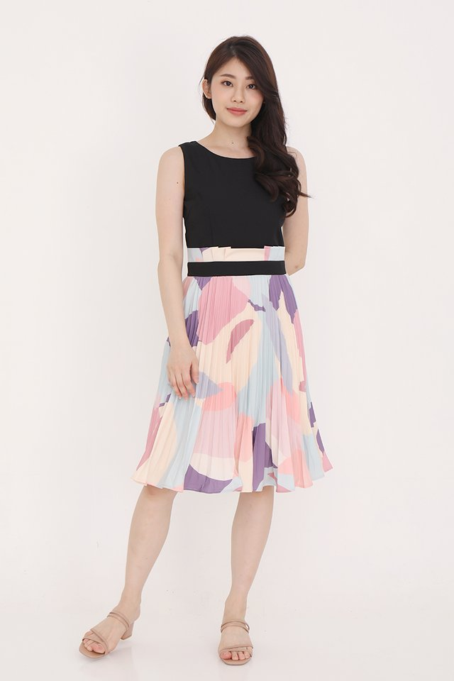 Maizie Abstract Pleated Dress (Black)