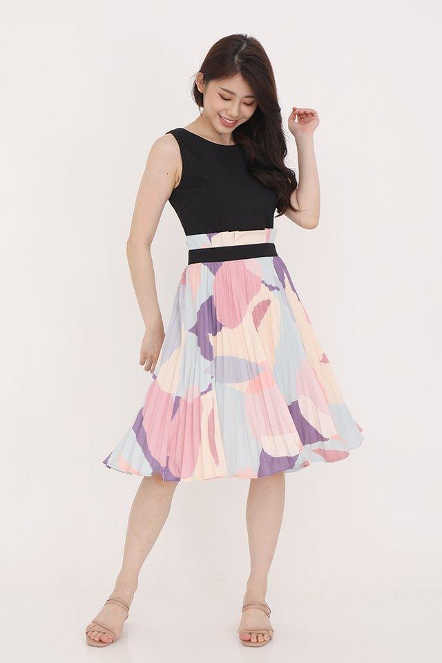 Maizie Abstract Pleated Midi Dress (Black)