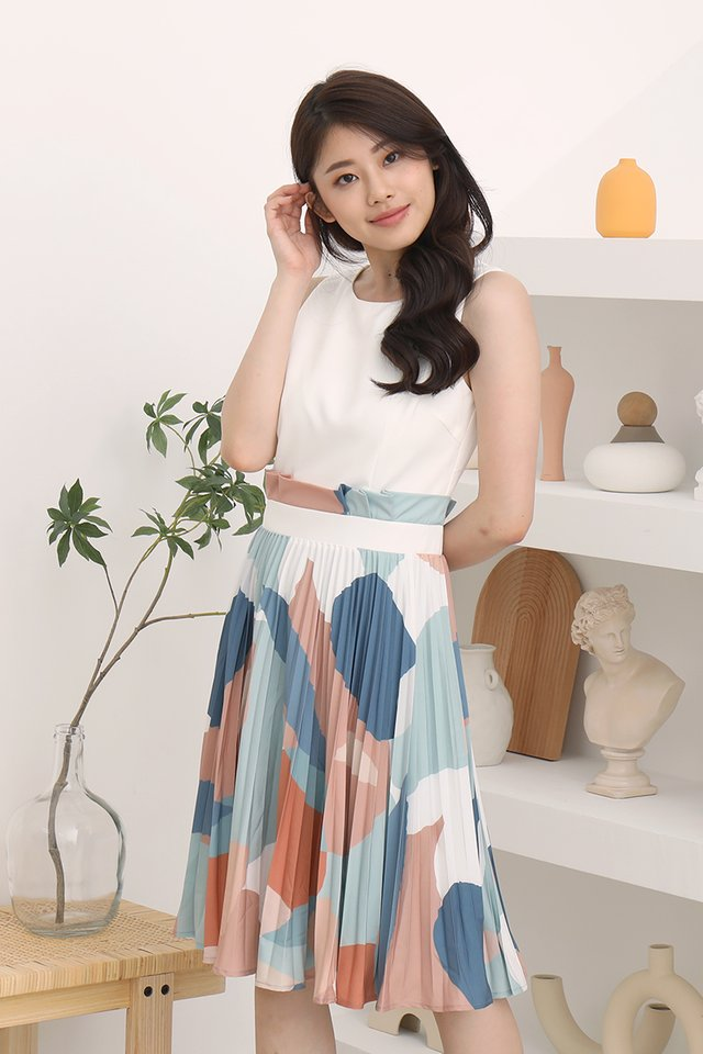 Maizie Abstract Pleated Midi Dress (White)